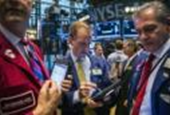 S&P 500 ends down week with flat session, semis fall