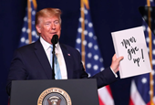 The Best Photo We Didn't Use This Week: Donald Trump's Note to Self