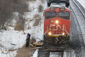 CN Rail slightly raises outlook for 2016 despite dip in third quarter profits, revenues